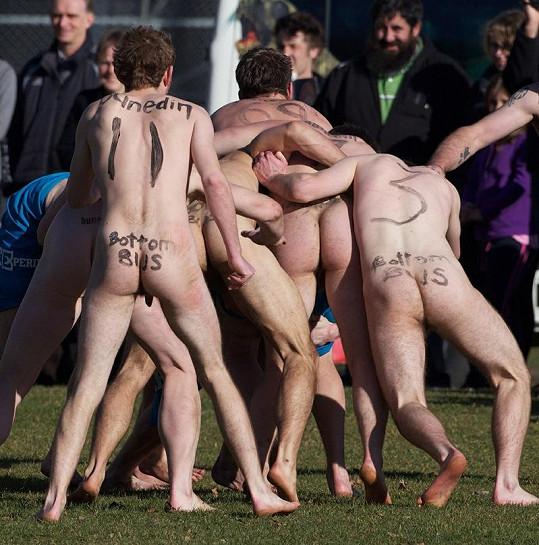 Hráči se za svou nahotu nestyděli.
