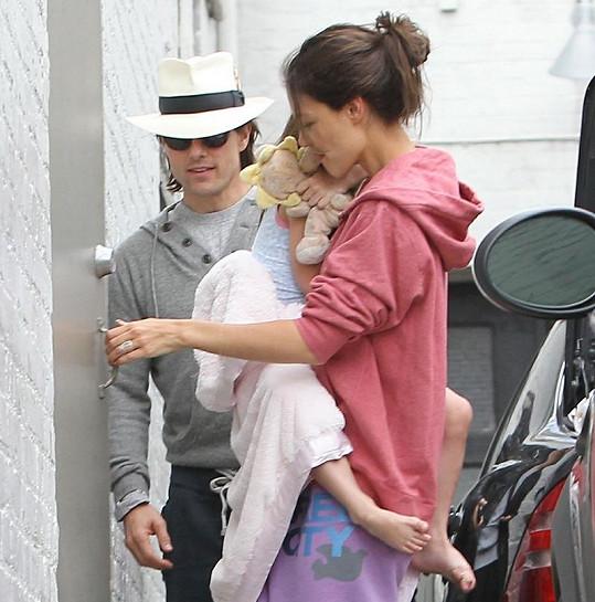 Tom Cruise, Katie Holmes a malá Suri.
