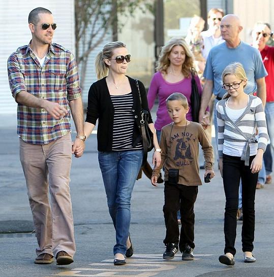 Bude plážové sídlo Brada Pitta obývat Reese Witherspoon s rodinou?