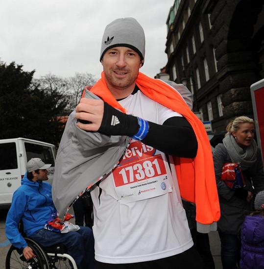 Petr Vágner se zahříval po běhu.