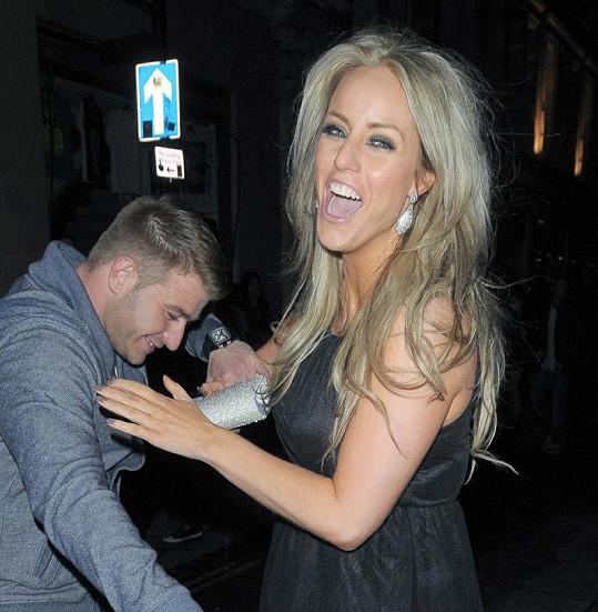 Danielle má akčního manžela, tady se ještě smála...