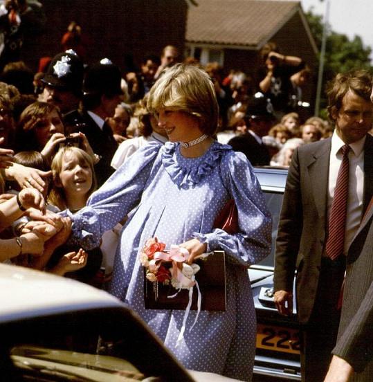 Lady Diana přezdívaná princezna lidských srdcí.