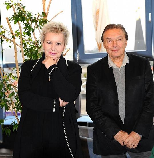 Eva Urbanová a Karel Gott byli na úlohu kmotrů hrdi.