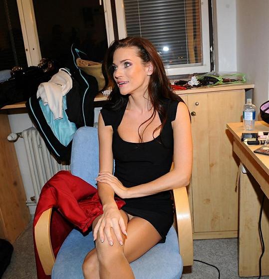 Andrea Verešová a její bílé kalhotky v zákulisí show To byl náš hit.