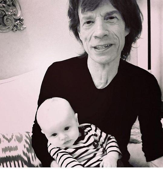Mick Jagger už má několik vnuků, ale těší se na další dítě.