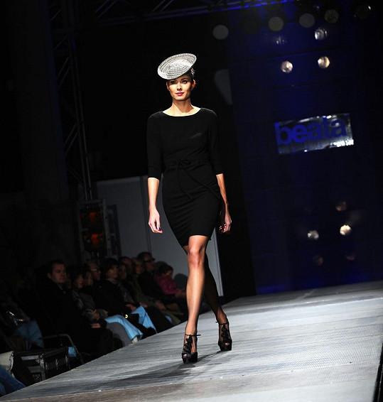 Součástí některých modelů byly rozkošné kloboučky.