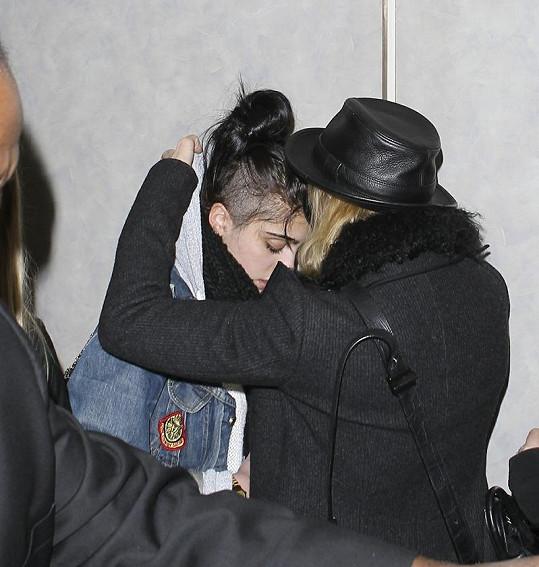 Madonna s Lourdes na letišti v Los Angeles.