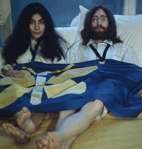 Yoko Ono s Johnem Lennonem.