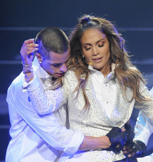 Z Caspera Smarta a Jennifer Lopez vyzařuje vášeň.