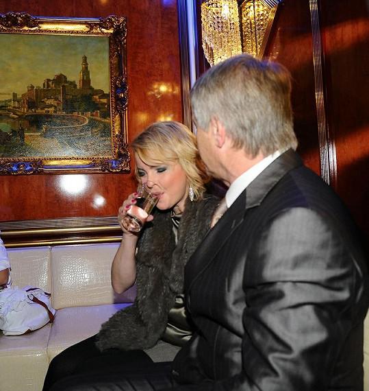 Co bylo ve sklenici, ví jen Iveta a ten, kdo jí nápoj dodal.