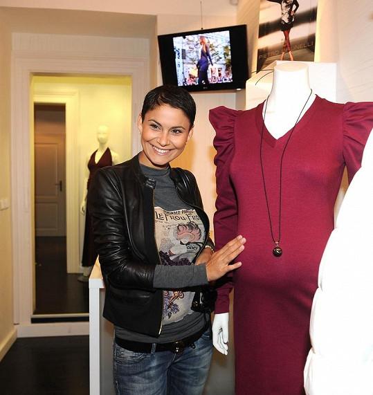 Vlaďka Erbová už nakupuje oblečení v obchodech pro těhotné.