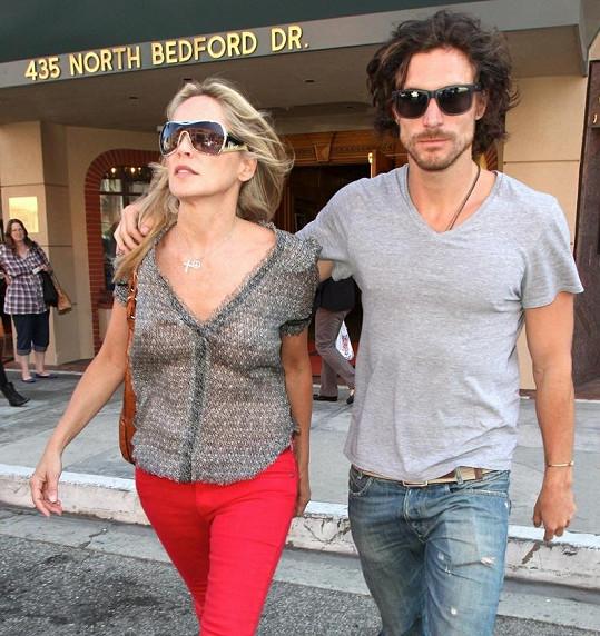 Sharon Stone s přítelem Martinem Micou.