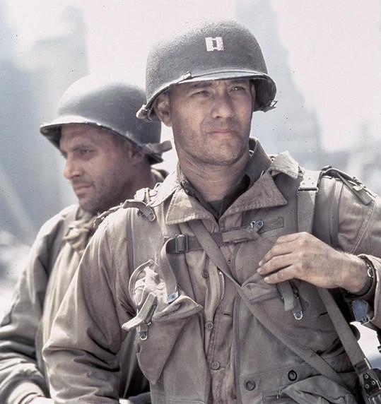 Tom Sizemore s Tomem Hanksem ve filmu Zachraňte vojína Ryana.