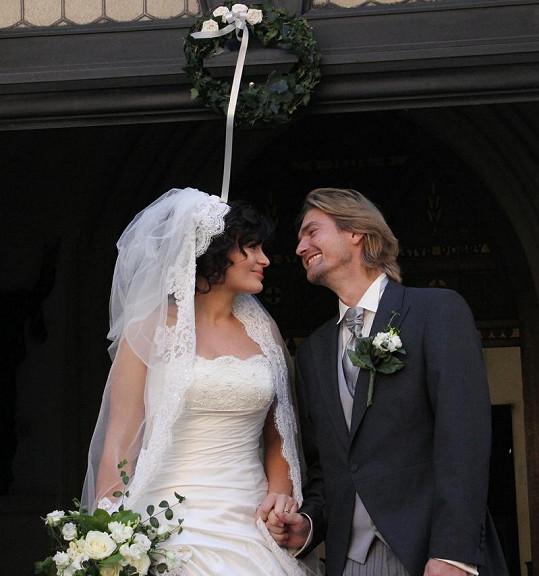 Zamilovaný pohled novomanželů.
