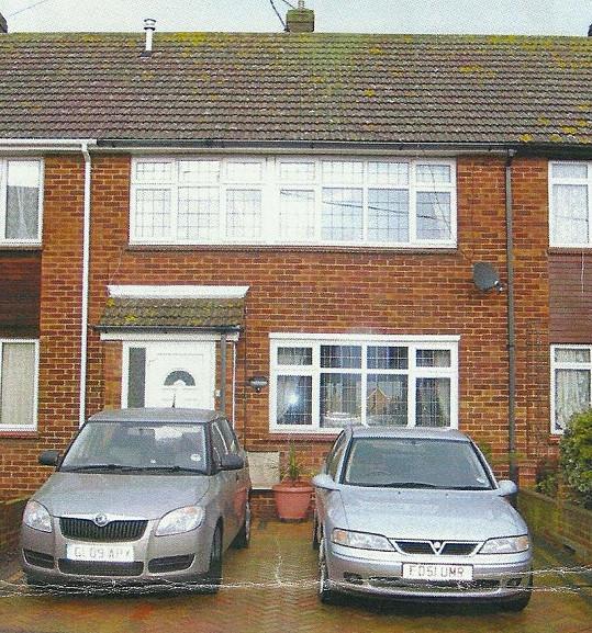 Tento dům musela Britka prodat, aby měla na plastickou operaci.