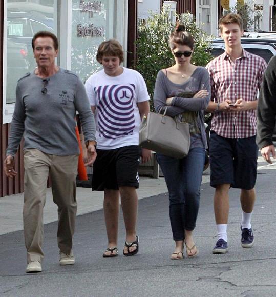 Arnold Schwarzenegger se svými dětmi (zleva): Christopherem, Christinou a Patrickem.