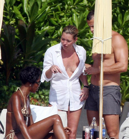 Kate Moss s Naomi Campbell jsou kamarádky, trávily spolu například i dovolenou v Thajsku.