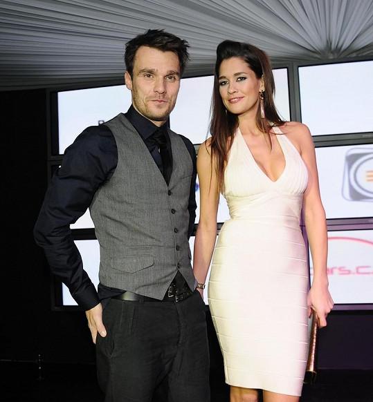 Svou sexy milenku Petru Faltýnovou by prý Leoš Mareš rád protlačil na místo moderátorky TopStaru.