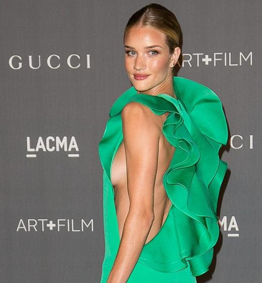 Modelka si nedávno oblékla vyzývavé šaty.