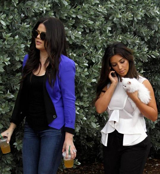 Kim se svým drobečkem barevně ladila.
