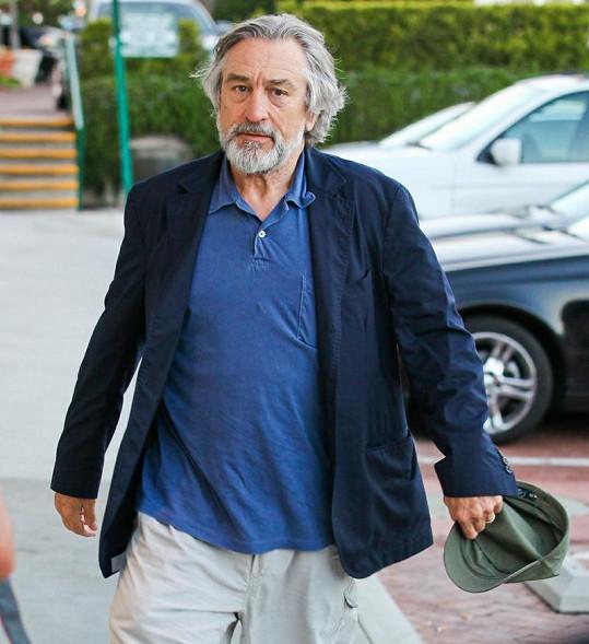 Když Robert De Niro na večeři přicházel, měl triko ještě čisté.
