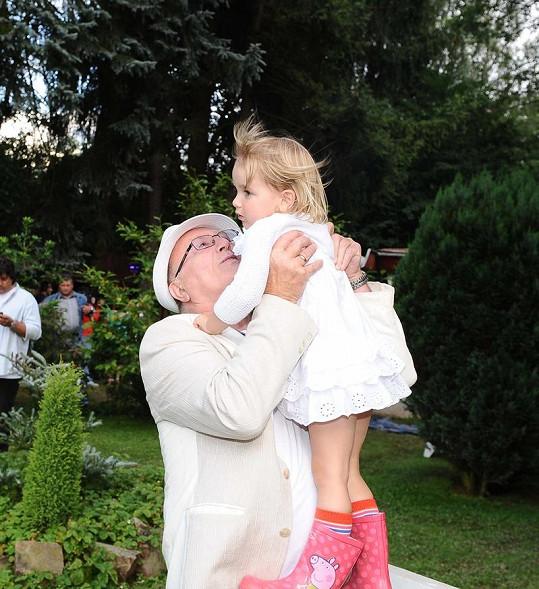 Petr Janda s dcerou Anežkou.