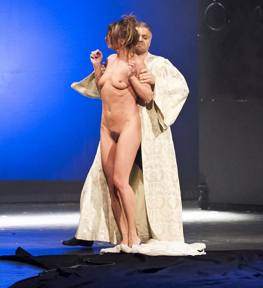 Striptérka se při představení Lucrezia Borgia ukázala v rouše Evině.