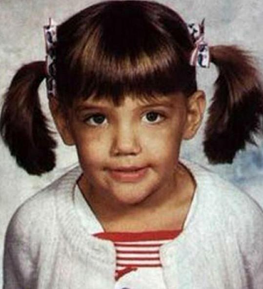 Poznáváte v této holčičce slavnou herečku?