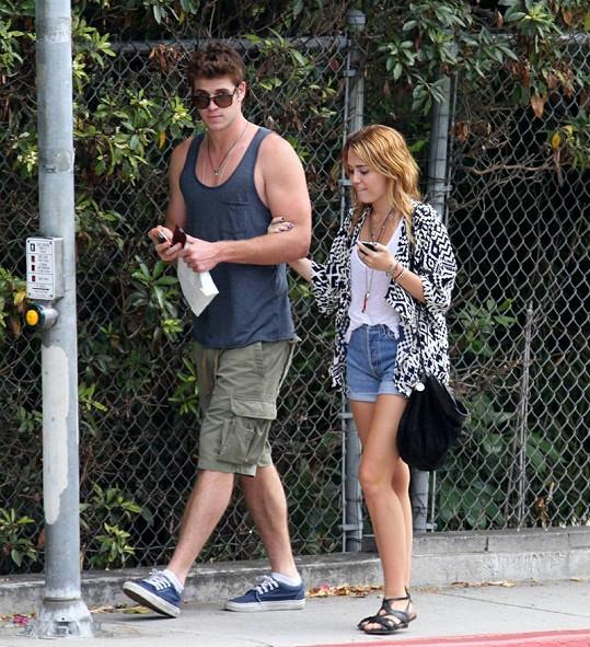 Miley Cyrus a Liam Hemsworth.