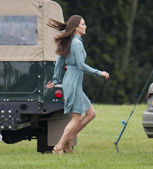 Princezna a její vypracované nohy.
