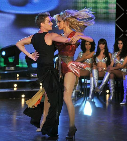 Tanec na píseň Jennifer Lopez On The Floor.