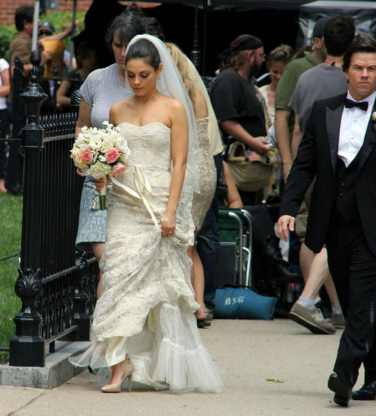 Mila Kunis a Mark Wahlberg.