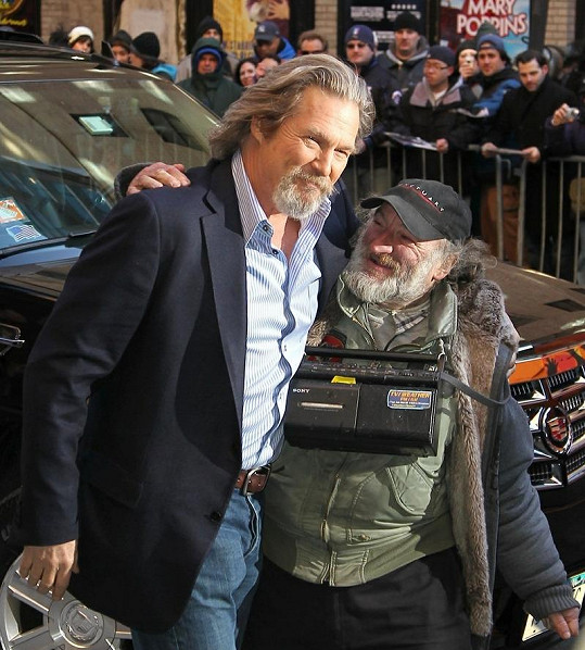 Jeff Bridges a Radioman.