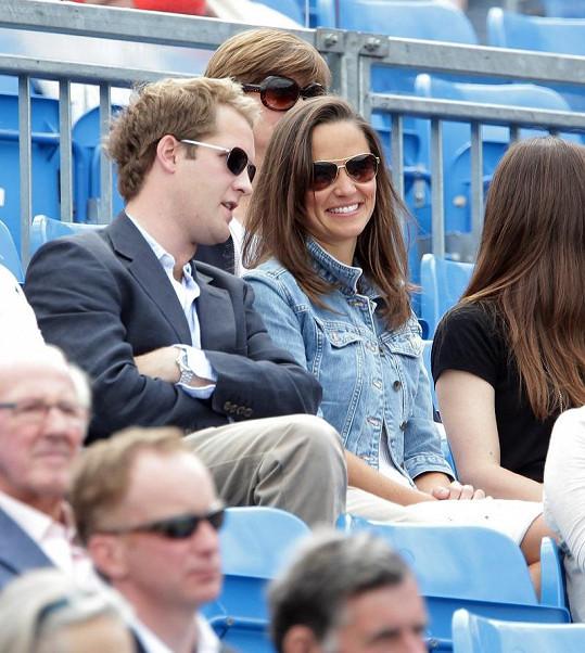 Pippa Middleton v družném hovoru s Georgem Percym na tenise minulý týden.