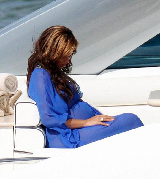Beyoncé se často dívala na své bříško.
