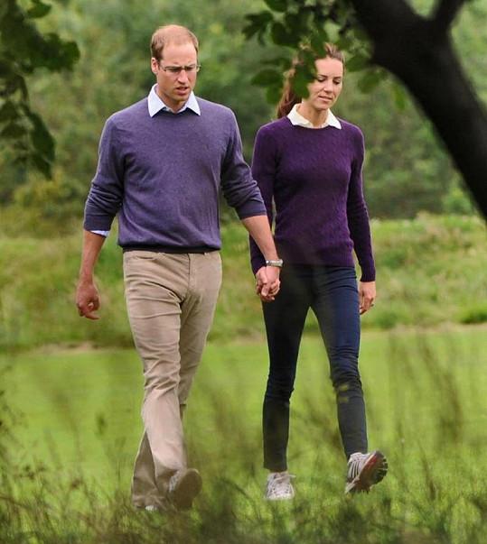 William podle Harryho v manželství přibírá. Kate je naopak stále hodně hubená.