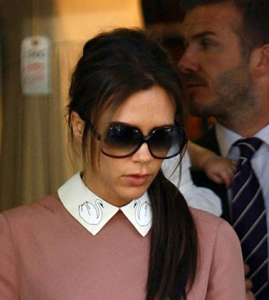 Victoria Beckham se usmívá velmi zřídka.