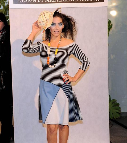 To musíte vidět! Takové stahovací prádlo nosí pod šaty Eva Decastelo ... 212c0bd85b