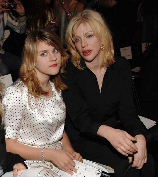 Courtney Love s dcerou Frances, která se za poslední dva roky hodně změnila.