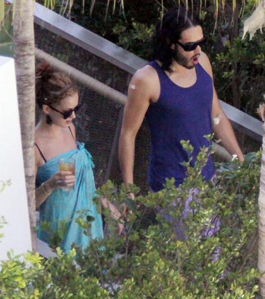 Katy s manželem Russellem Brandem.