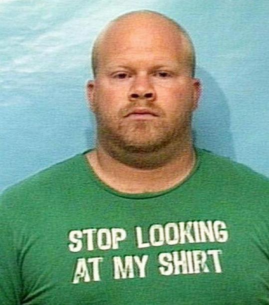"""""""Přestaňte zírat na moje tričko"""""""
