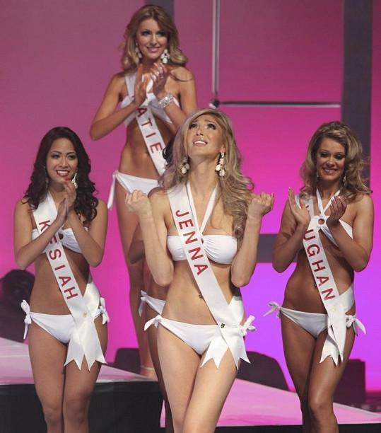 Jenna Talacková během finále Miss Universe Canada.