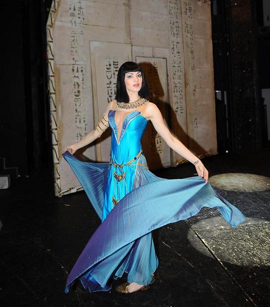 Za pouhých pět dní se naučila hlavní roli královny Kleopatry, kterou její kolegyně trénovaly víc jak dva měsíce.