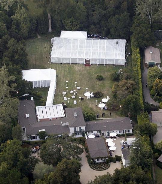 Svatba se odehrávala v sídle známého páru v Kalifornii.