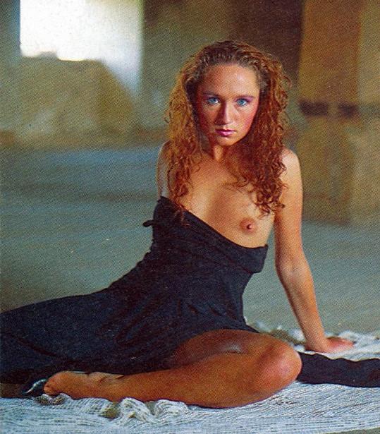 Tehdy sedmadvacetiletá zpěvačka měla vážně krásné vnady.
