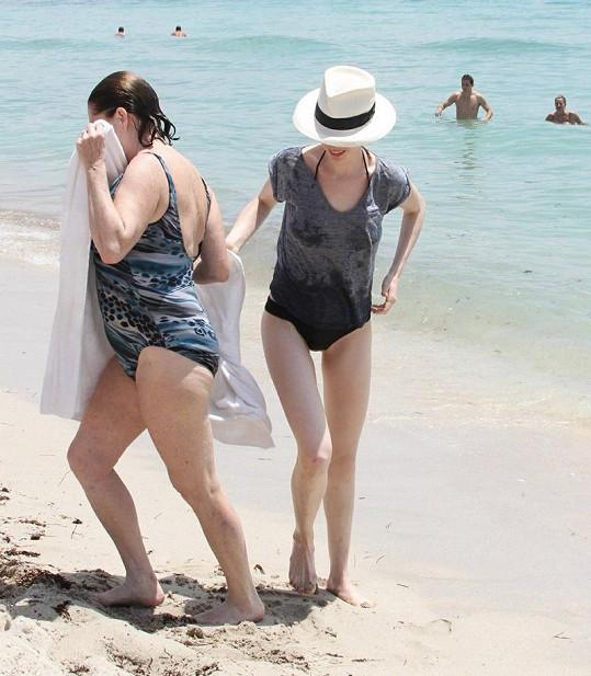 Anne Hathaway s maminkou.