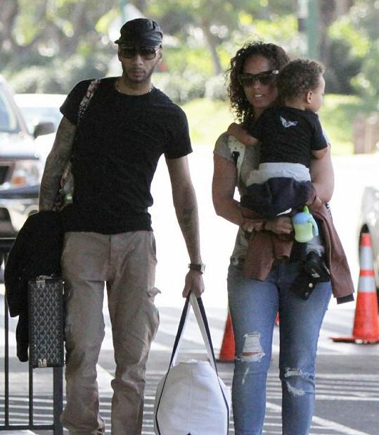 Alicia, Egypt a tatínek Swizz Beatz na havajském letišti.