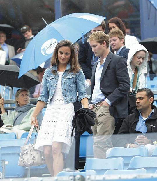 Pippa Middleton odchází s Georgem Percym z tenisu.