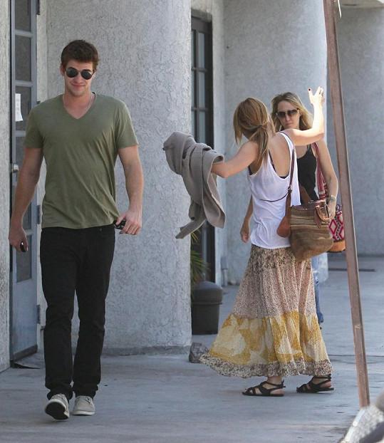 Miley divoce gestikuluje, Liam si zřejmě myslí své.