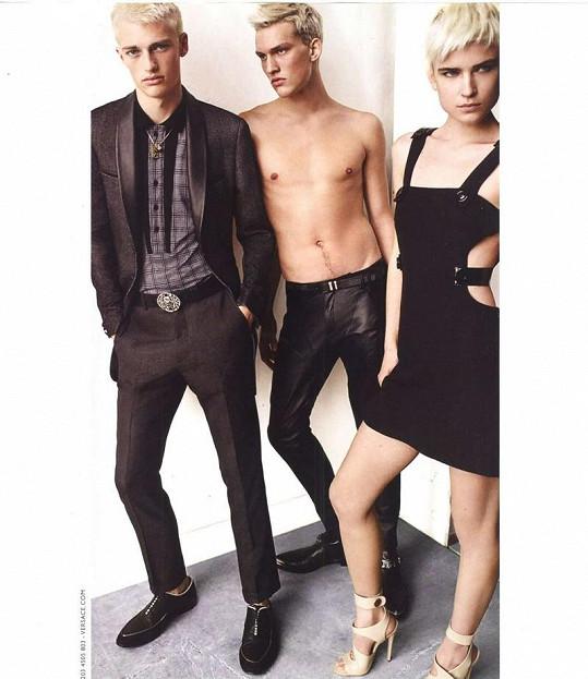 Do své kampaně si Knauerovou osobně vybrala samotná Donatella Versace.